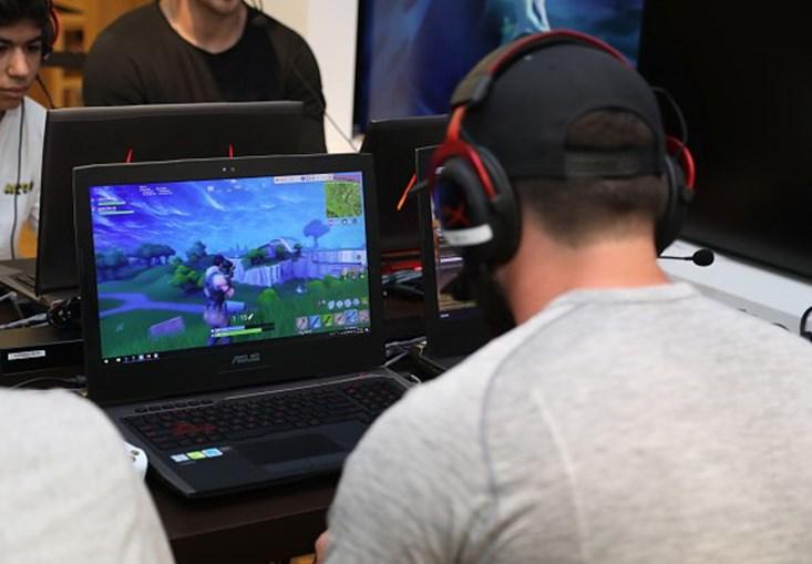 1a89ddd296 Pais pagam explicações aos filhos para o jogo Fortnite - Tecnologia ...