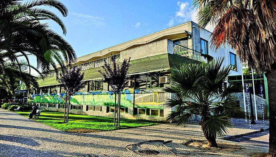 d21e119db Café Ribamar, que se estendia por três pisos, foi explorado pela Sociedade  Pavilhões de ...